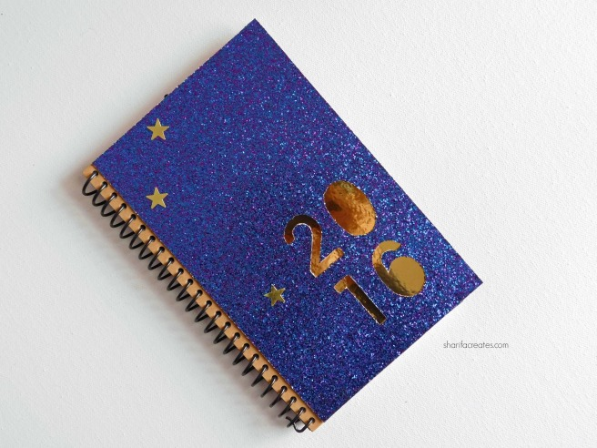 13 Gold and glitter planner